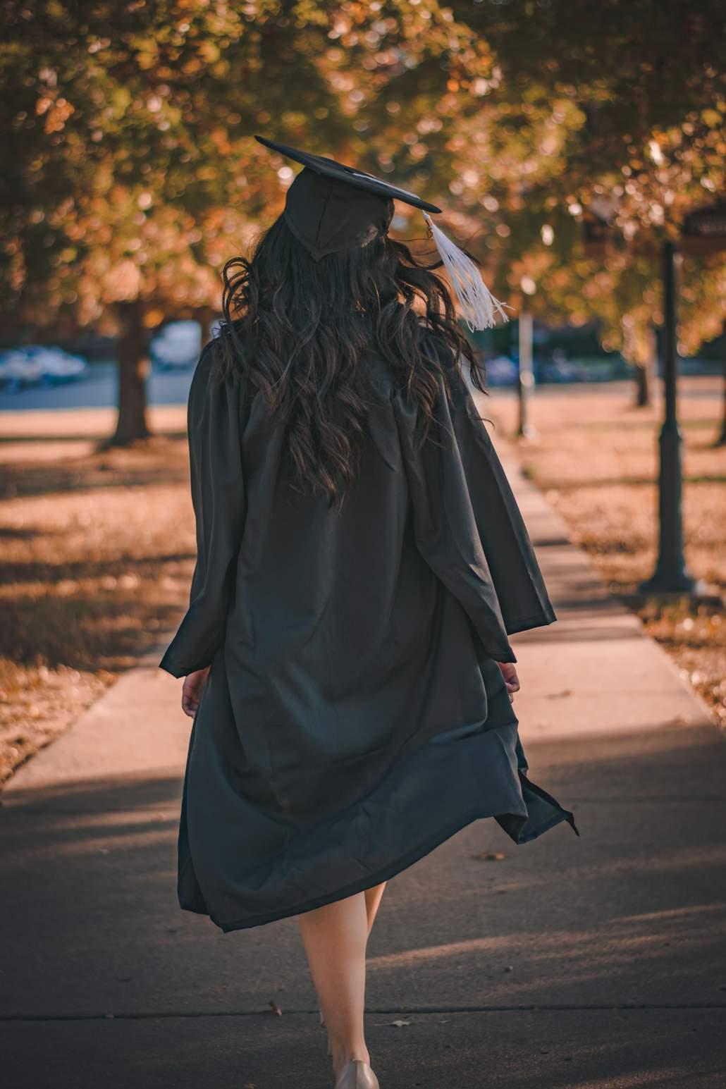 Absolventin an Diplomfeier - so wäre ich auch angezogen gewesen!