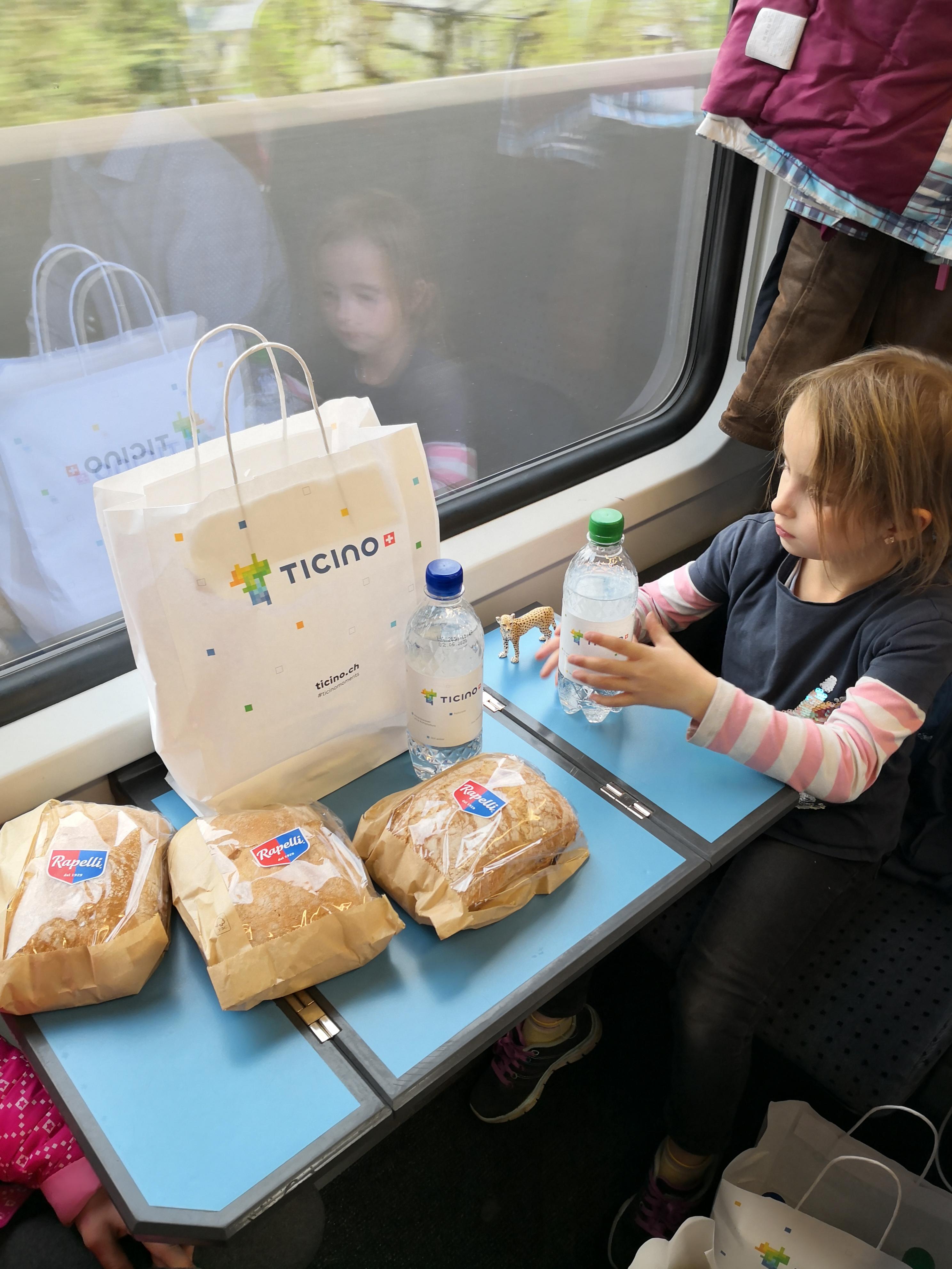 Abendessen im Zug von Rapelli